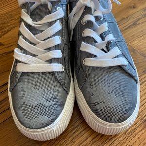 NWT: Steve Madden sneakers